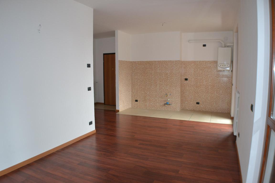 Appartamento in affitto a Caprino Bergamasco, 4 locali, prezzo € 500 | Cambio Casa.it