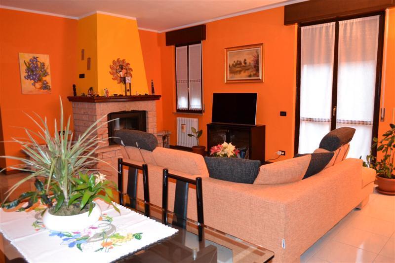 Appartamento in vendita a Monte Marenzo, 4 locali, prezzo € 249.000   Cambio Casa.it