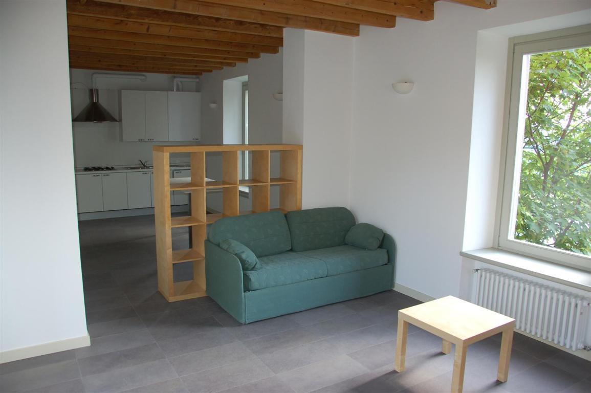Appartamento in affitto a Villa d'Adda, 2 locali, zona Località: Centro, prezzo € 450 | Cambio Casa.it