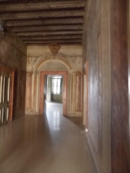 Affittasi ufficio con soffitti affrescati in zona Piazza del Ges� a Roma