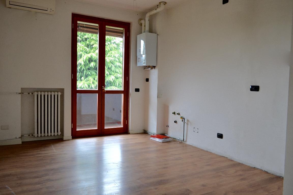 Appartamento in affitto a Caprino Bergamasco, 2 locali, prezzo € 380 | Cambio Casa.it