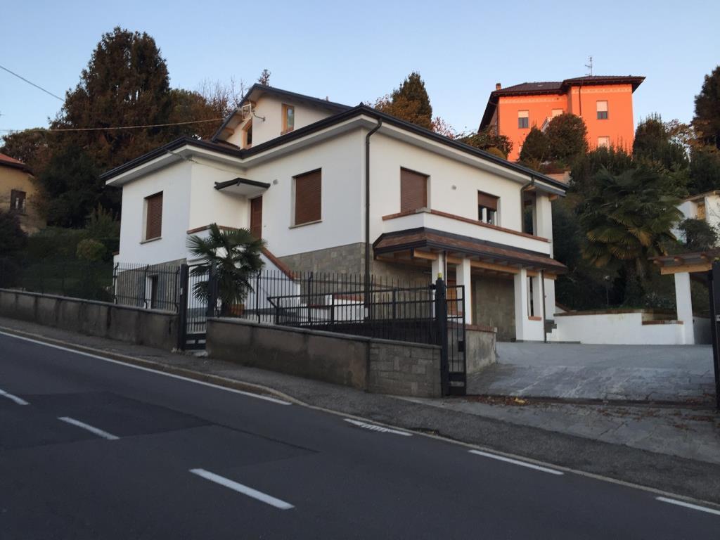 Villa in Vendita a Varese
