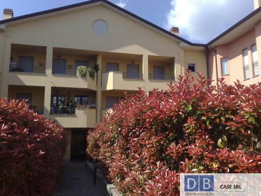 Appartamento in affitto a Usmate Velate, 2 locali, prezzo € 550 | CambioCasa.it