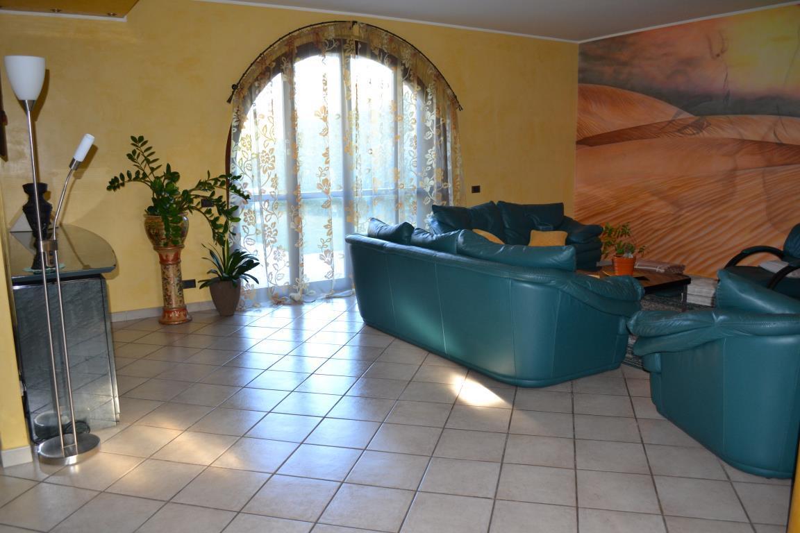 Villa in vendita a Lesmo, 6 locali, zona Località: Centro, prezzo € 615.000 | CambioCasa.it