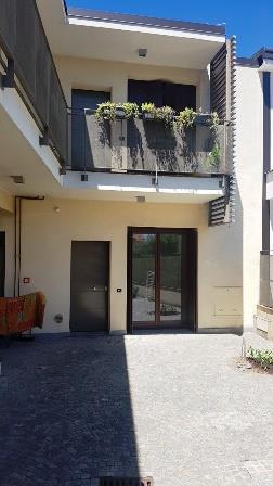 Appartamento in affitto a Cabiate, 2 locali, zona Località: Centro, prezzo € 600   Cambio Casa.it