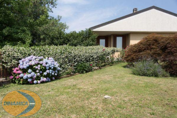 Villa in vendita a Viganò, 5 locali, prezzo € 490.000 | CambioCasa.it