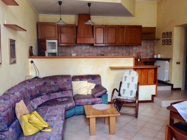 Appartamento in affitto a Brivio, 2 locali, zona Località: centro, prezzo € 490 | CambioCasa.it