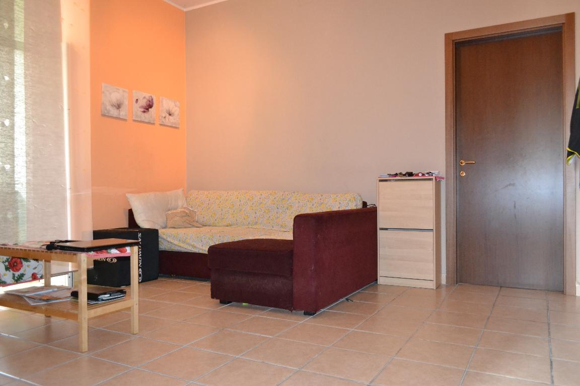 Appartamento in affitto a Calolziocorte, 2 locali, zona Località: centro, prezzo € 430 | Cambio Casa.it