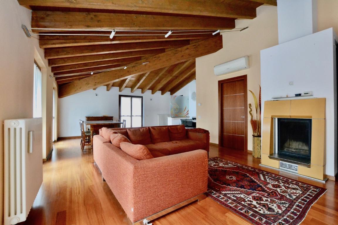 Appartamento in vendita a Calolziocorte, 4 locali, zona Località: centro, prezzo € 215.000 | CambioCasa.it