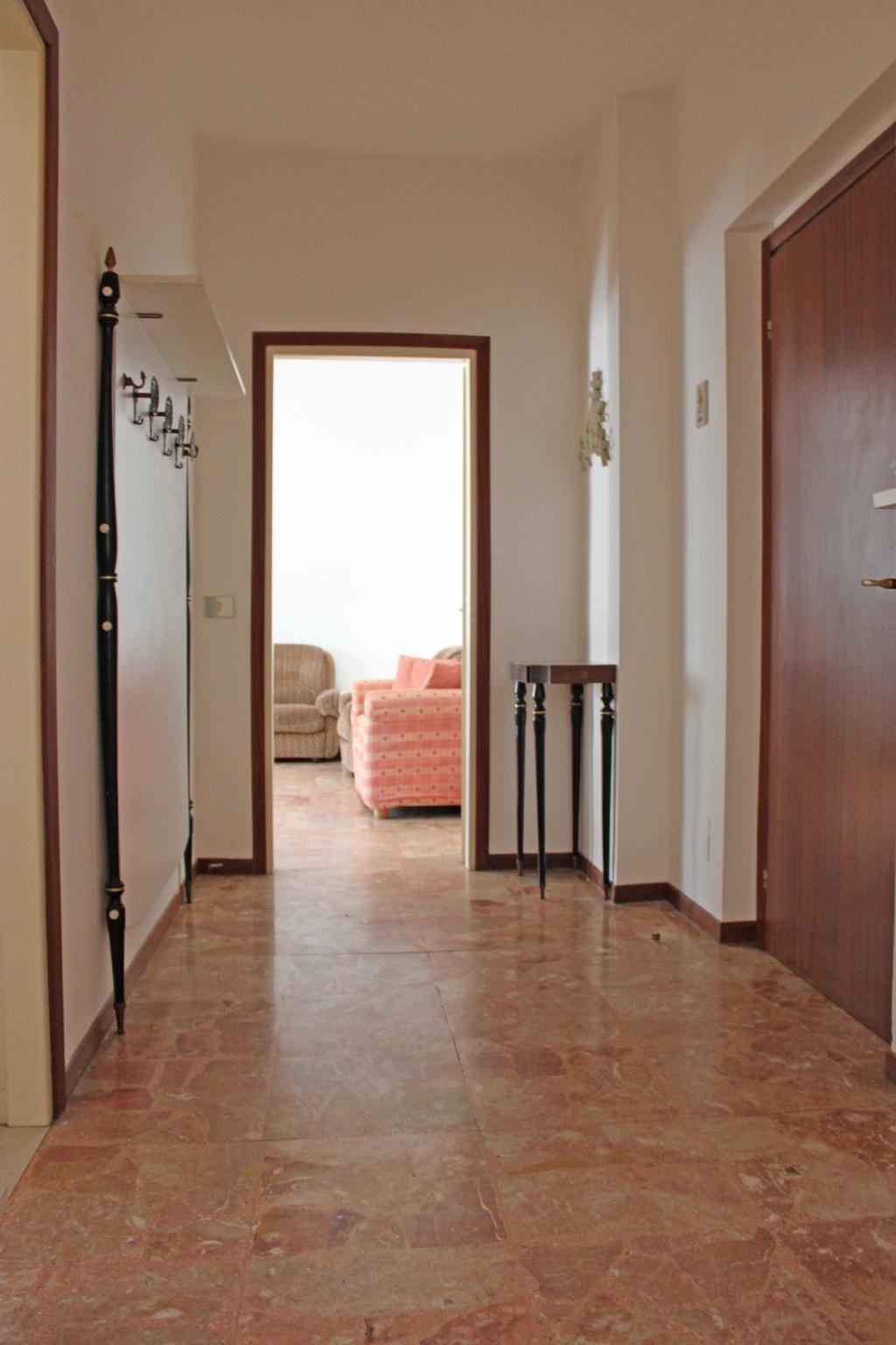 Bilocale Mandello del Lario Via Oliveti 6
