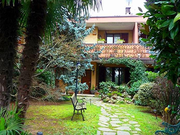 Villa a Schiera in vendita a Muggiò, 7 locali, prezzo € 445.000 | Cambiocasa.it