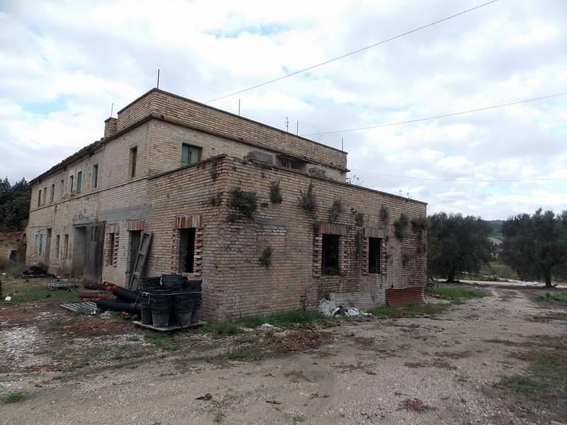 Casale in vendita a Campofilone con terreno
