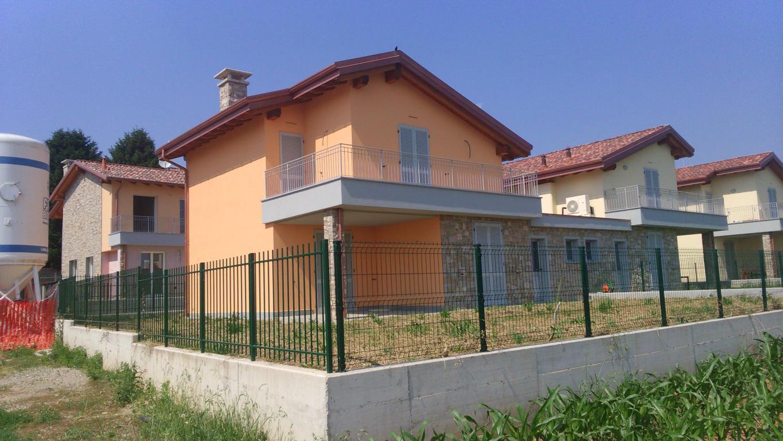 Villa in vendita a Casatenovo, 4 locali, zona Località: Frazione, prezzo € 360.000   CambioCasa.it