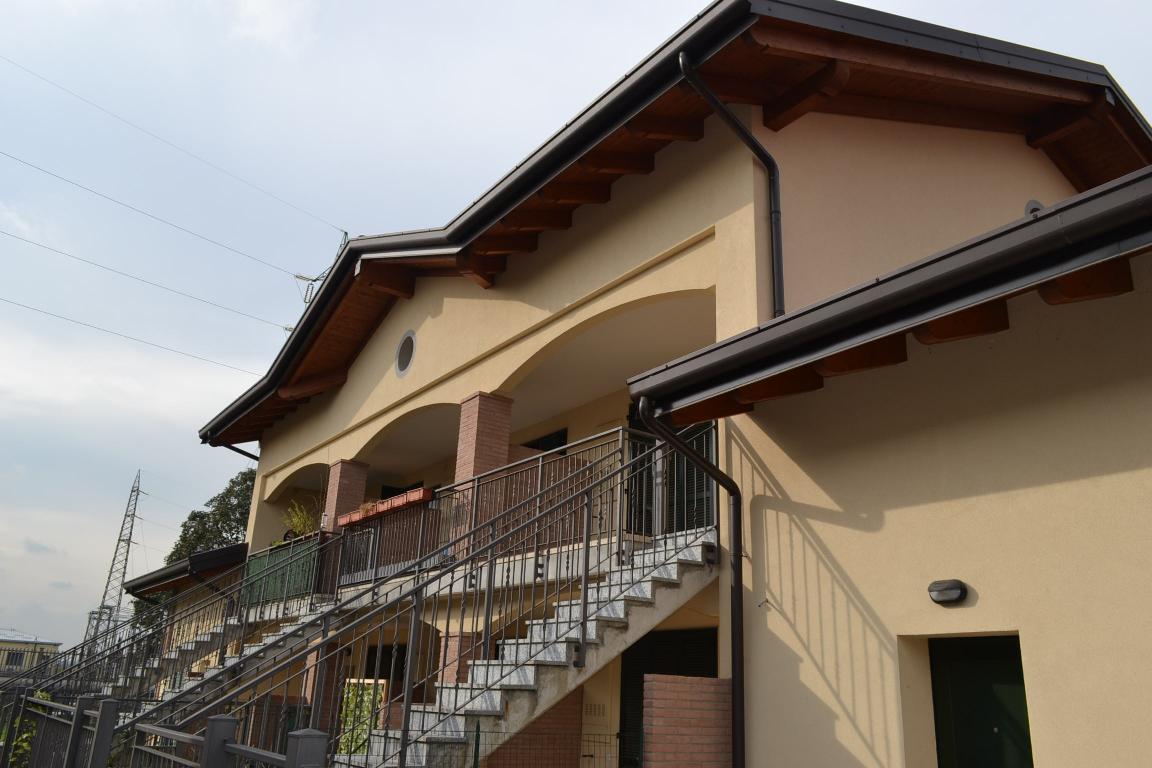 Appartamento in vendita a Ponte San Pietro, 3 locali, zona Zona: Locate, prezzo € 128.000 | Cambio Casa.it