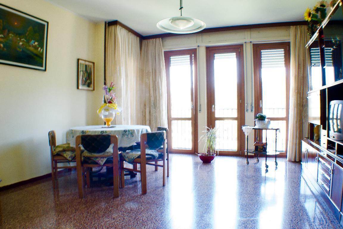 Appartamento in vendita a Pontida, 4 locali, zona Località: semicentrale, prezzo € 89.000 | Cambio Casa.it