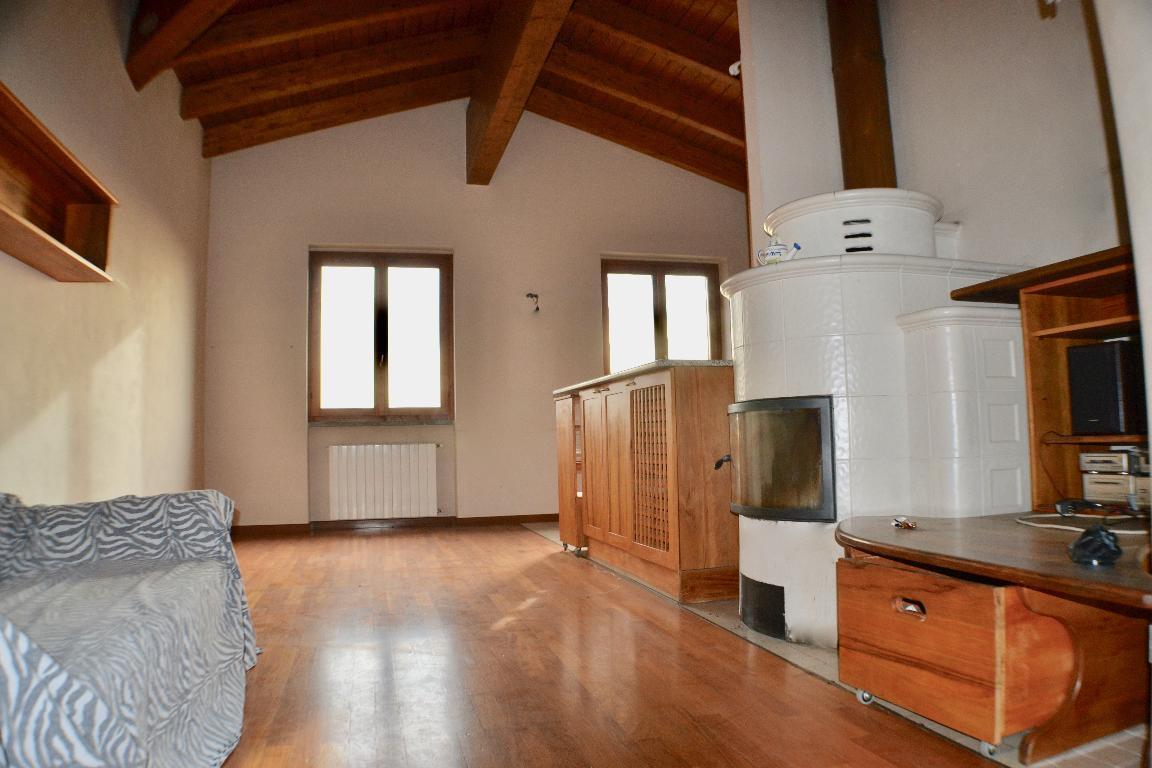 Appartamento in vendita a Caprino Bergamasco, 3 locali, zona Zona: Celana, prezzo € 120.000 | Cambio Casa.it