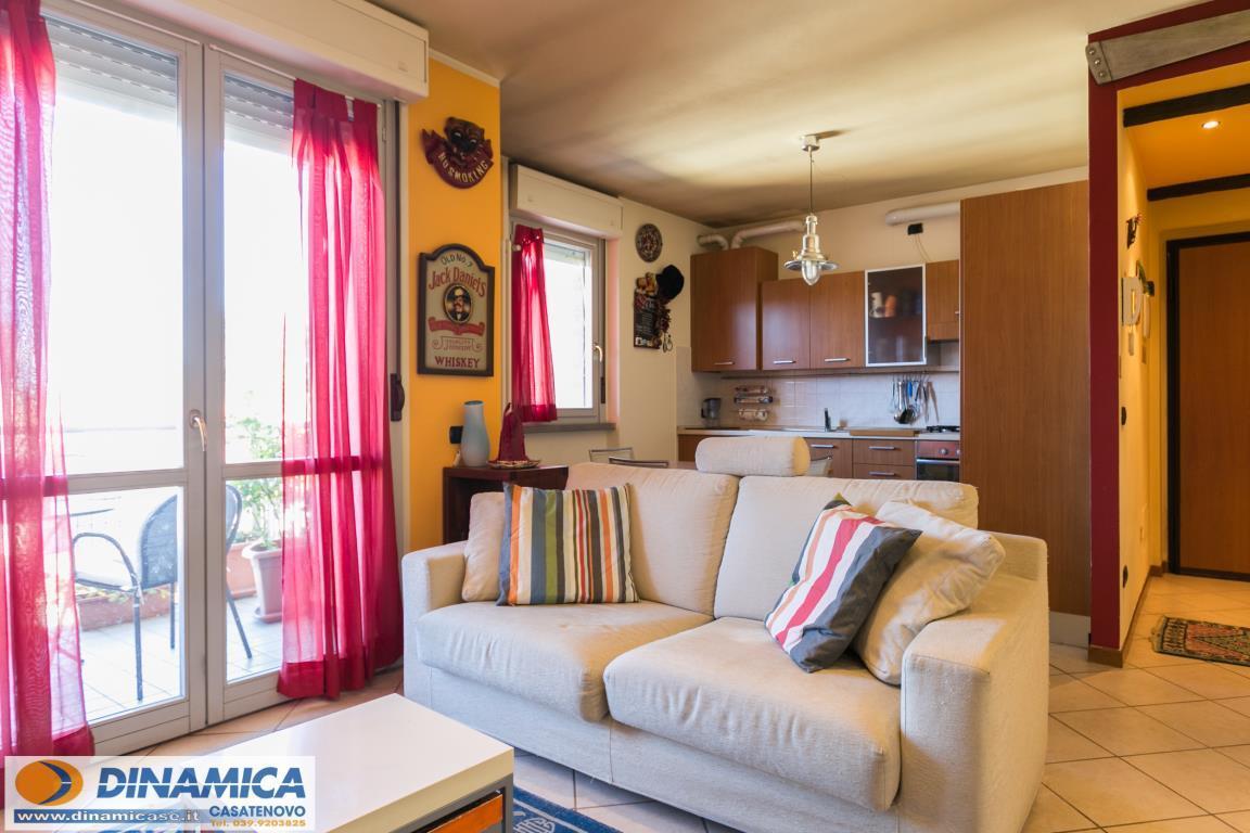Appartamento in vendita a Ronco Briantino, 2 locali, zona Località: Centro, prezzo € 85.000 | Cambio Casa.it