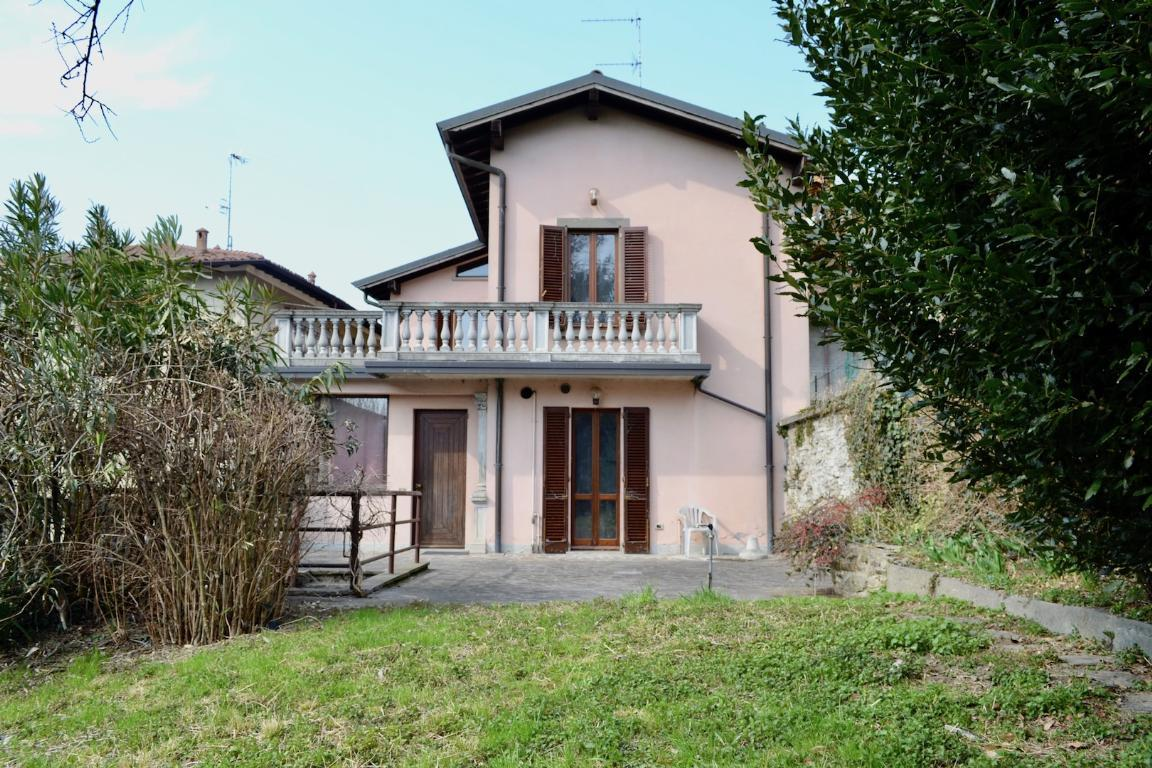 Villa in vendita a Pontida, 4 locali, zona Località: Centro, prezzo € 230.000 | Cambio Casa.it