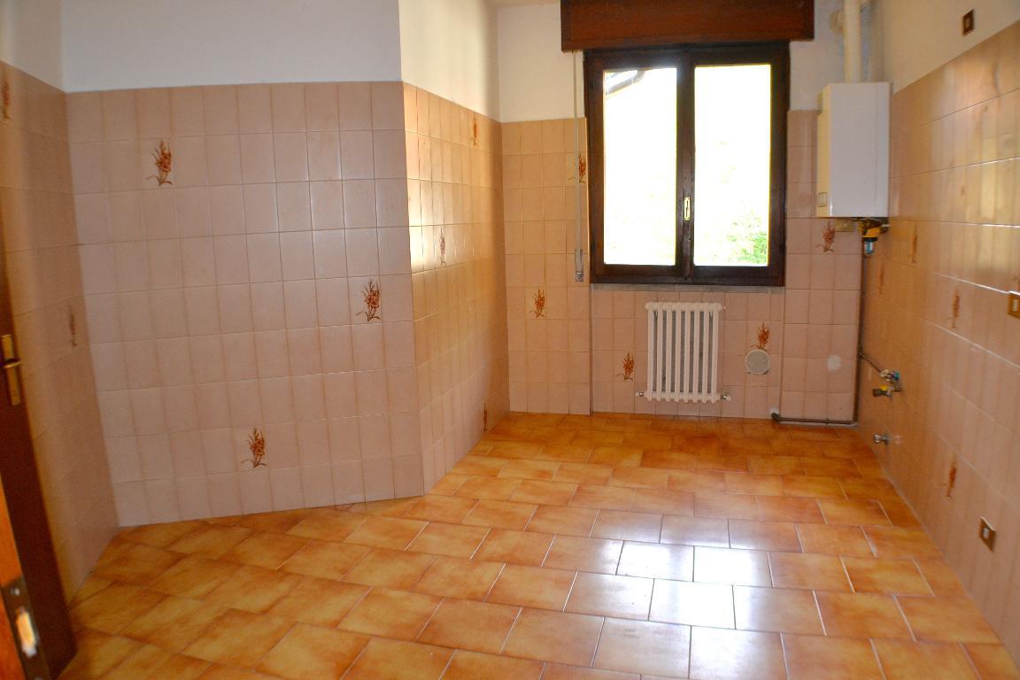 Appartamento in affitto a Airuno, 3 locali, prezzo € 450 | Cambio Casa.it