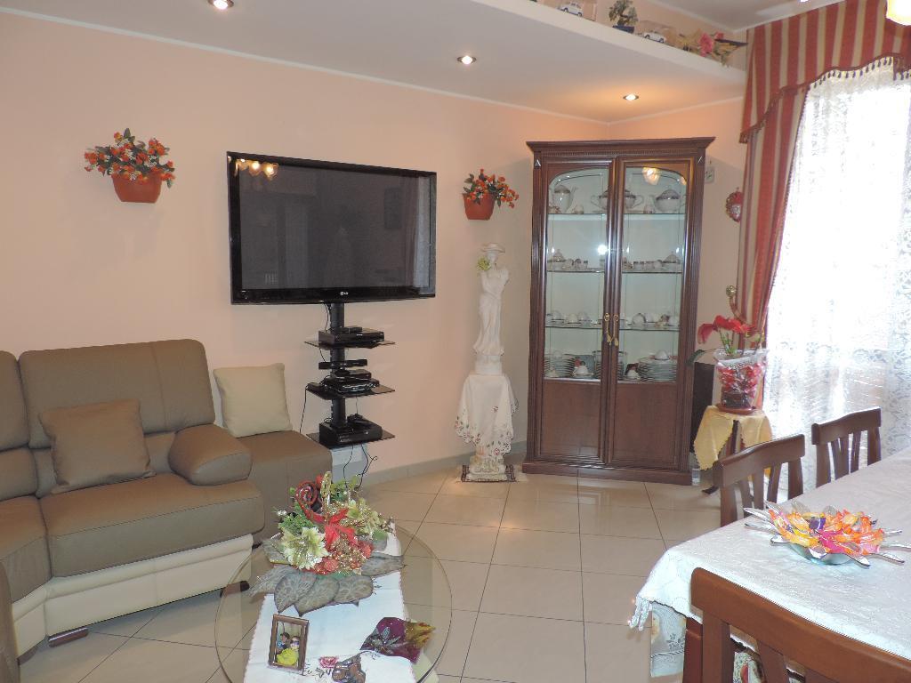 Appartamento in vendita a Caprino Bergamasco, 3 locali, prezzo € 113.000 | Cambio Casa.it