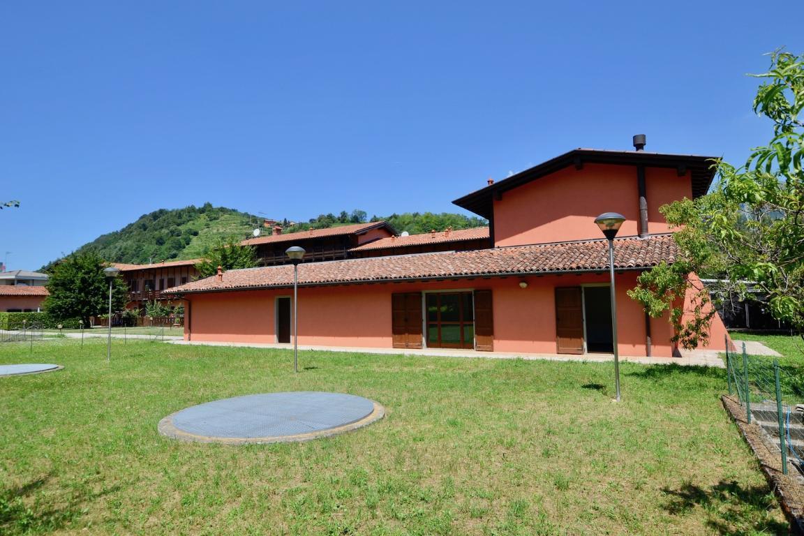 Appartamento in vendita a Pontida, 5 locali, prezzo € 160.000 | Cambio Casa.it