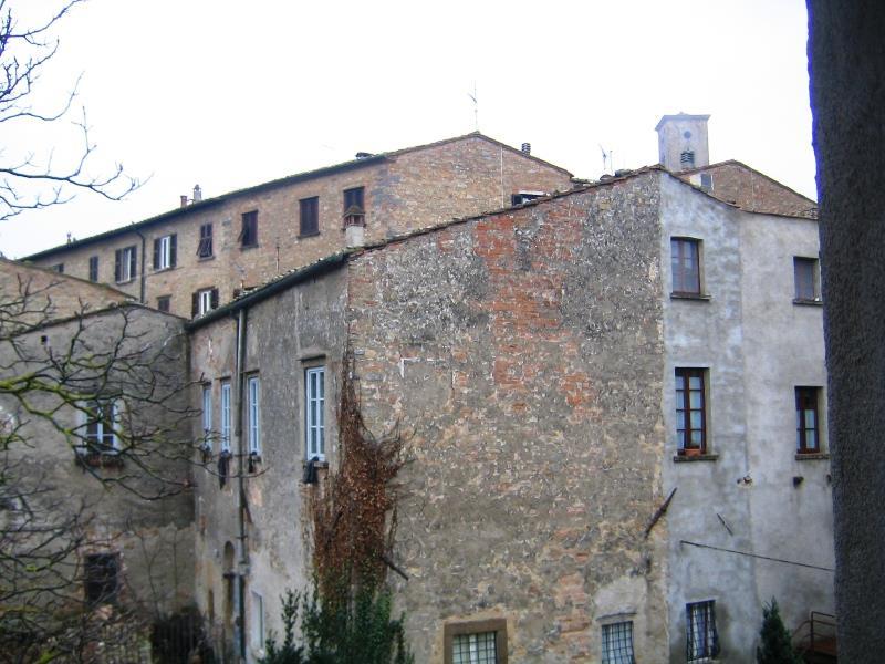 Bilocale Volterra Via San Lino 5
