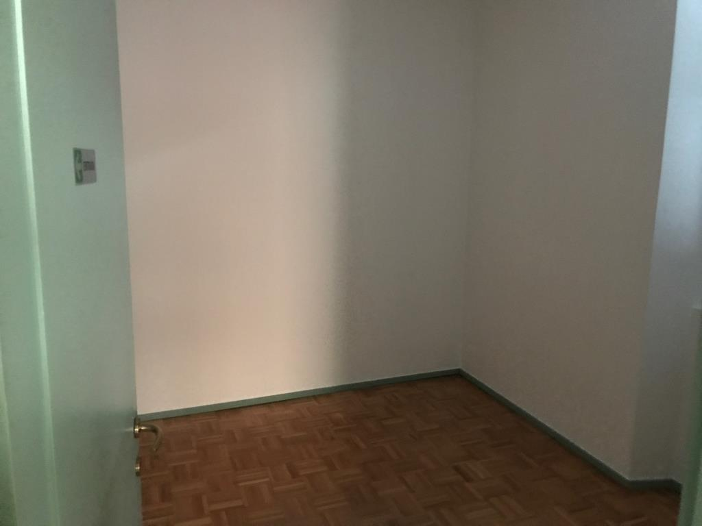 Appartamento in affitto a Lecco, 4 locali, zona Località: centralissimo pedonale, prezzo € 700 | Cambio Casa.it