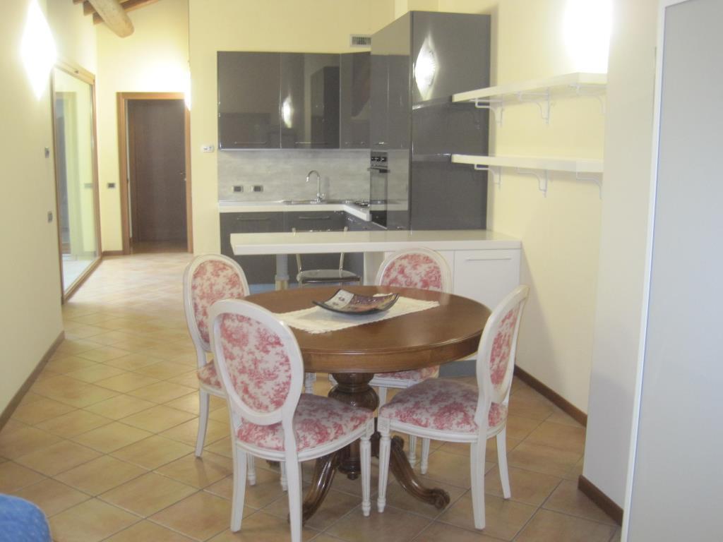 Appartamento in affitto a Casatenovo, 4 locali, zona Località: Centrale, prezzo € 950 | Cambio Casa.it