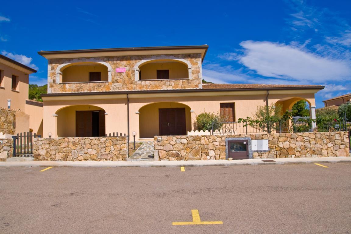 Appartamento in vendita a San Teodoro, 3 locali, prezzo € 200.000   Cambio Casa.it