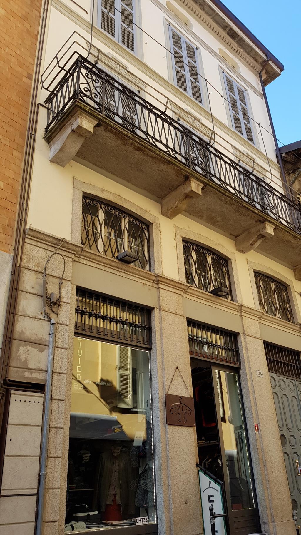 Negozio / Locale in vendita a Lecco, 2 locali, prezzo € 255.000   CambioCasa.it
