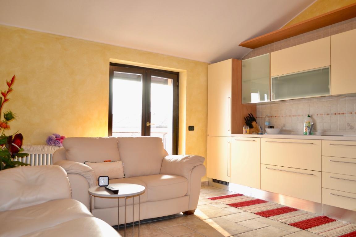 Appartamento in vendita a Calolziocorte, 3 locali, zona Località: centro, prezzo € 165.000 | Cambio Casa.it