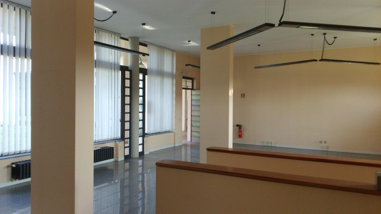 Negozio / Locale in vendita a Inverigo, 2 locali, zona Località: Centro, prezzo € 149.000 | Cambio Casa.it