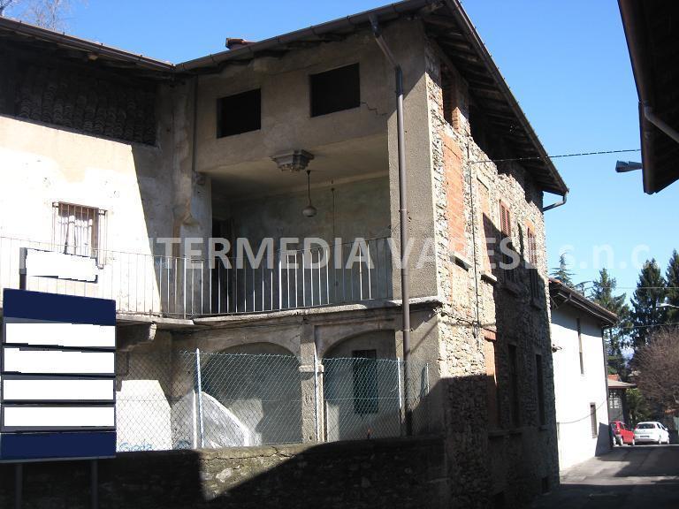 Rustico / Casale in vendita a Marchirolo, 12 locali, prezzo € 88.000 | Cambio Casa.it