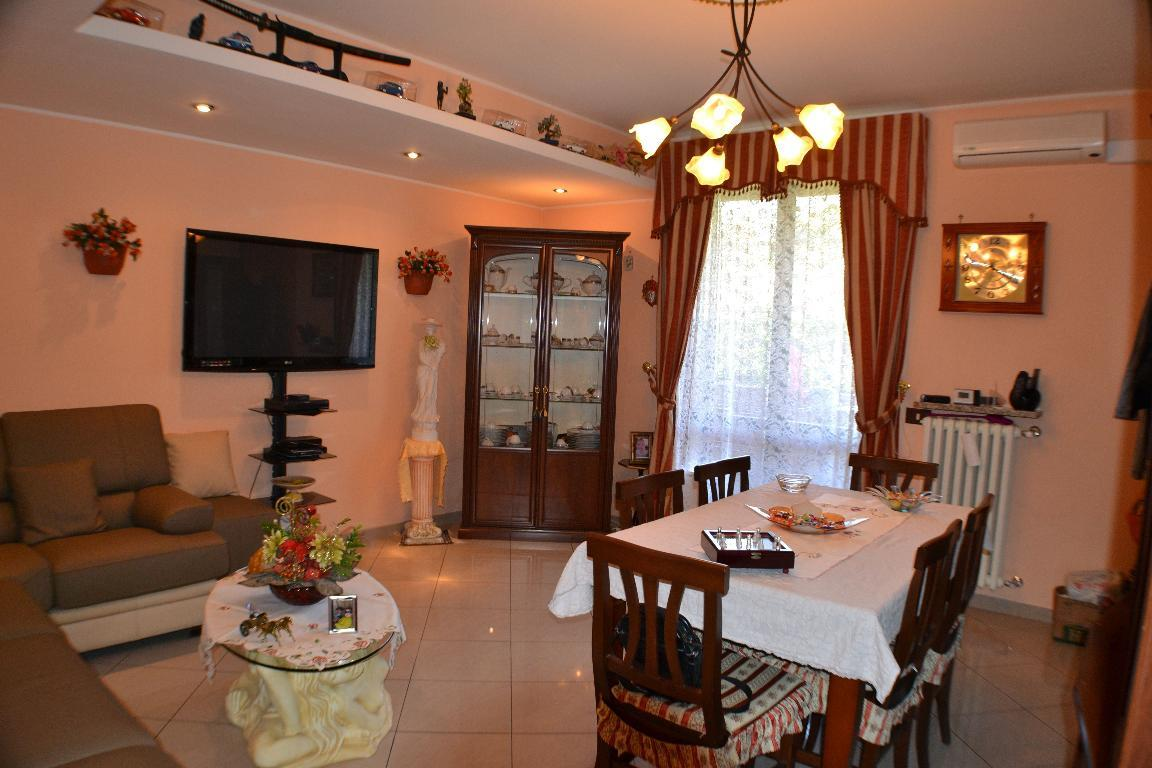 Appartamento in vendita a Caprino Bergamasco, 4 locali, zona Zona: Cava, prezzo € 113.000 | Cambio Casa.it