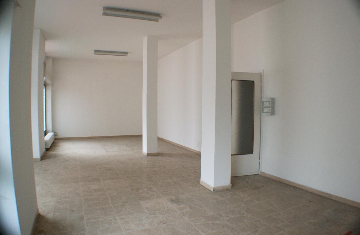 Ufficio / Studio in affitto a Calolziocorte, 3 locali, zona Località: immediata, prezzo € 500 | CambioCasa.it