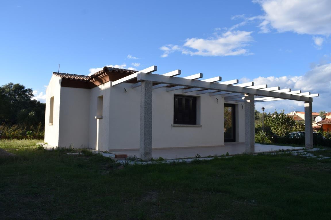 Villa in vendita a San Teodoro, 4 locali, zona Località: San Teodoro, prezzo € 430.000 | Cambio Casa.it