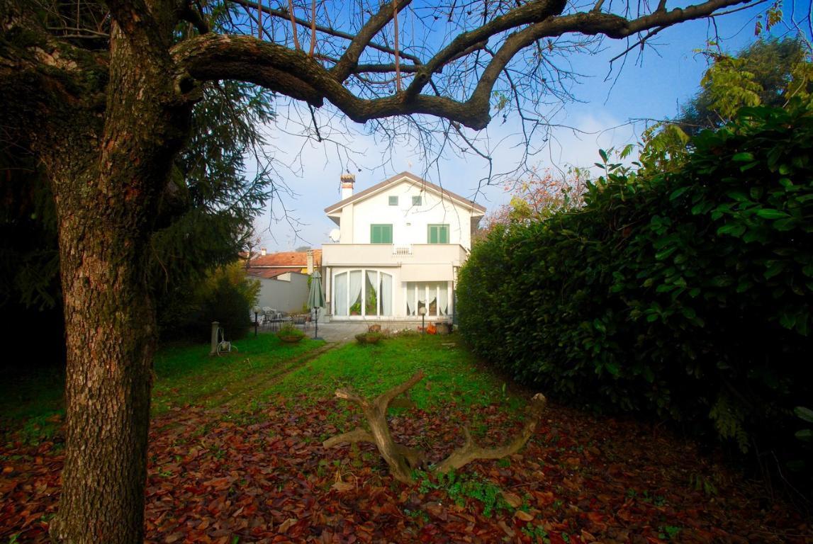Villa in vendita a Monza, 5 locali, zona Località: Cazzaniga, Trattative riservate | Cambio Casa.it