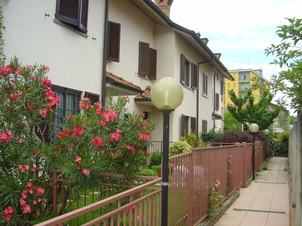 Villa in vendita a Monza, 5 locali, prezzo € 420.000 | Cambiocasa.it