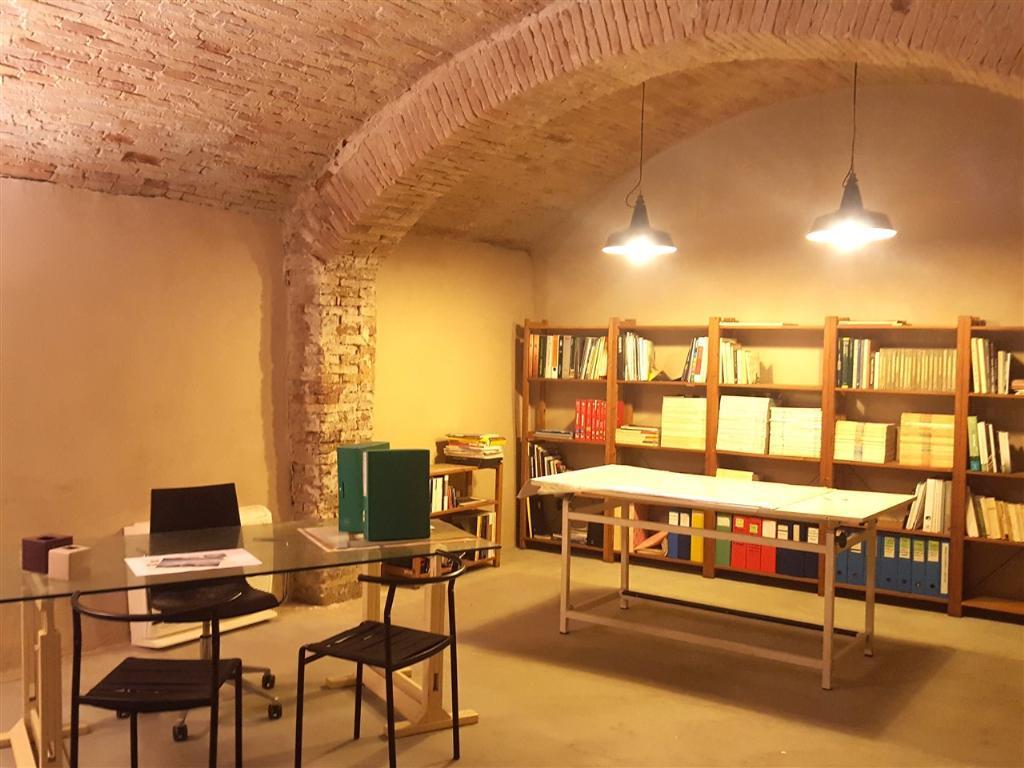 Ufficio / Studio in vendita a Faenza, 3 locali, zona Località: CENTRO STORICO, prezzo € 145.000 | CambioCasa.it