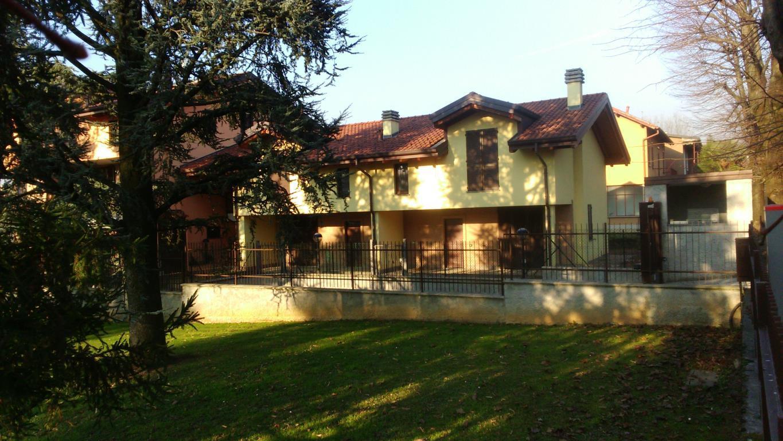 Villa in vendita a Lesmo, 4 locali, zona Località: Semicentrale, prezzo € 340.000 | Cambio Casa.it