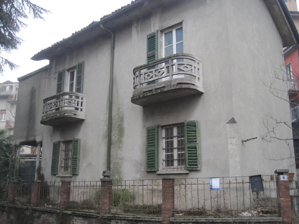 Rustico / Casale in vendita a Lambrugo, 4 locali, zona Località: Centro, prezzo € 60.000   Cambio Casa.it
