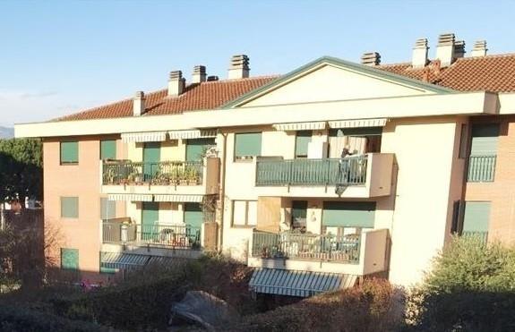 Appartamento in vendita a Carate Brianza, 4 locali, prezzo € 197.000 | CambioCasa.it