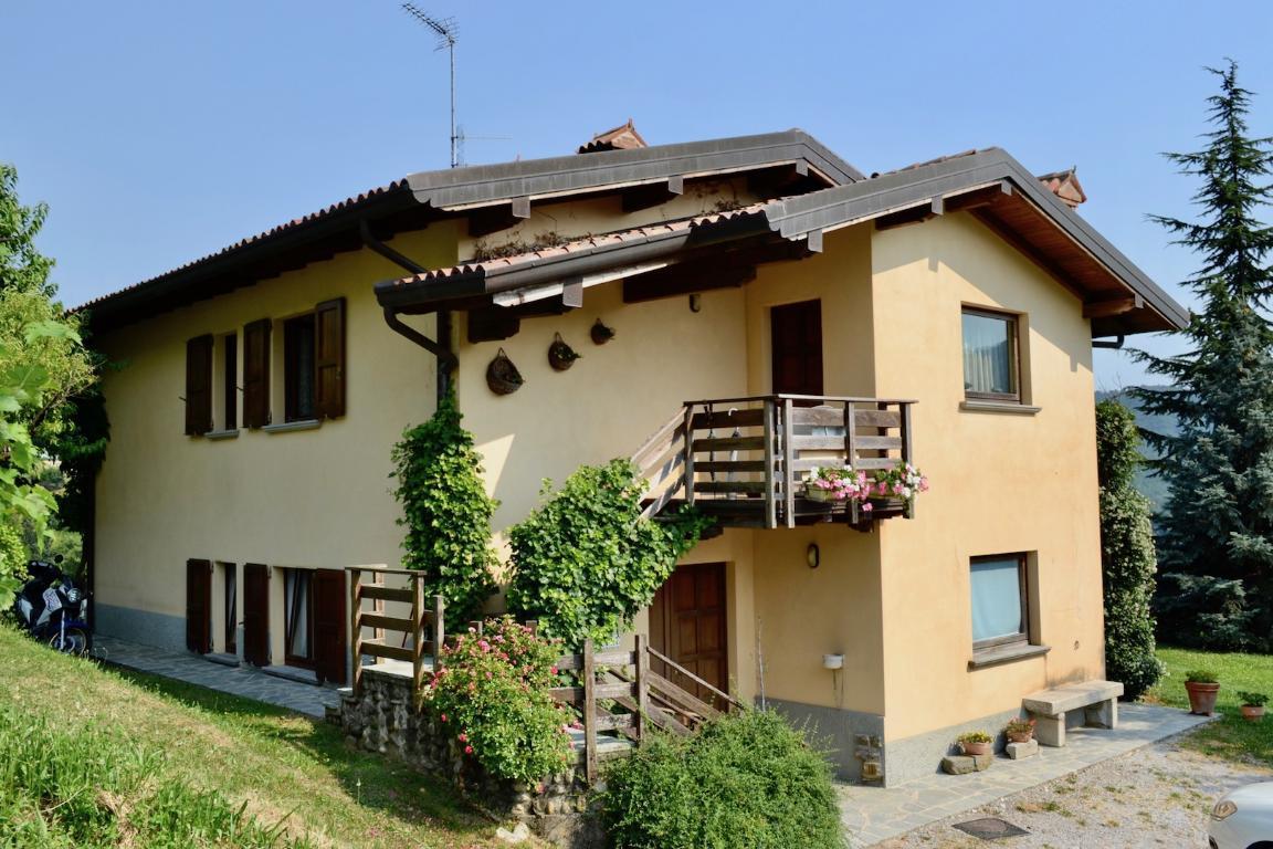 Villa in vendita a Pontida, 5 locali, zona Località: Gaggio, prezzo € 550.000 | Cambio Casa.it
