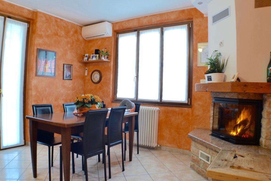 Soluzione Indipendente in vendita a Calolziocorte, 4 locali, prezzo € 162.000 | Cambio Casa.it