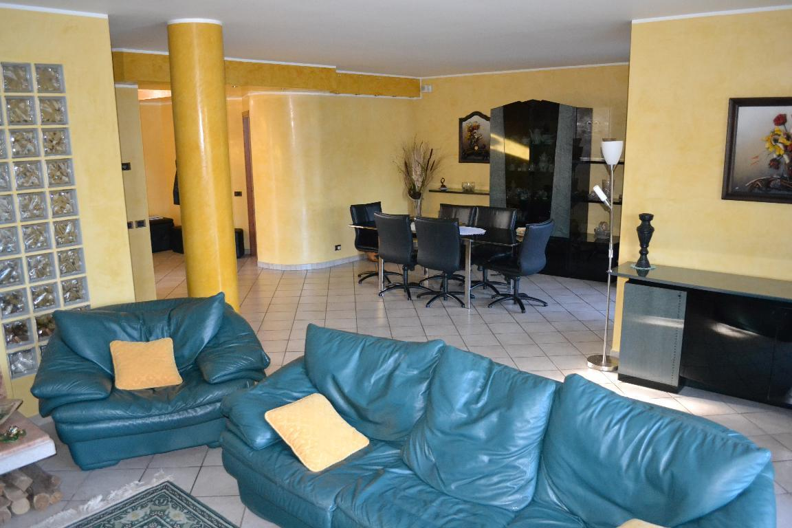 Villa in vendita a Lesmo, 6 locali, zona Località: Centro, prezzo € 695.000 | CambioCasa.it