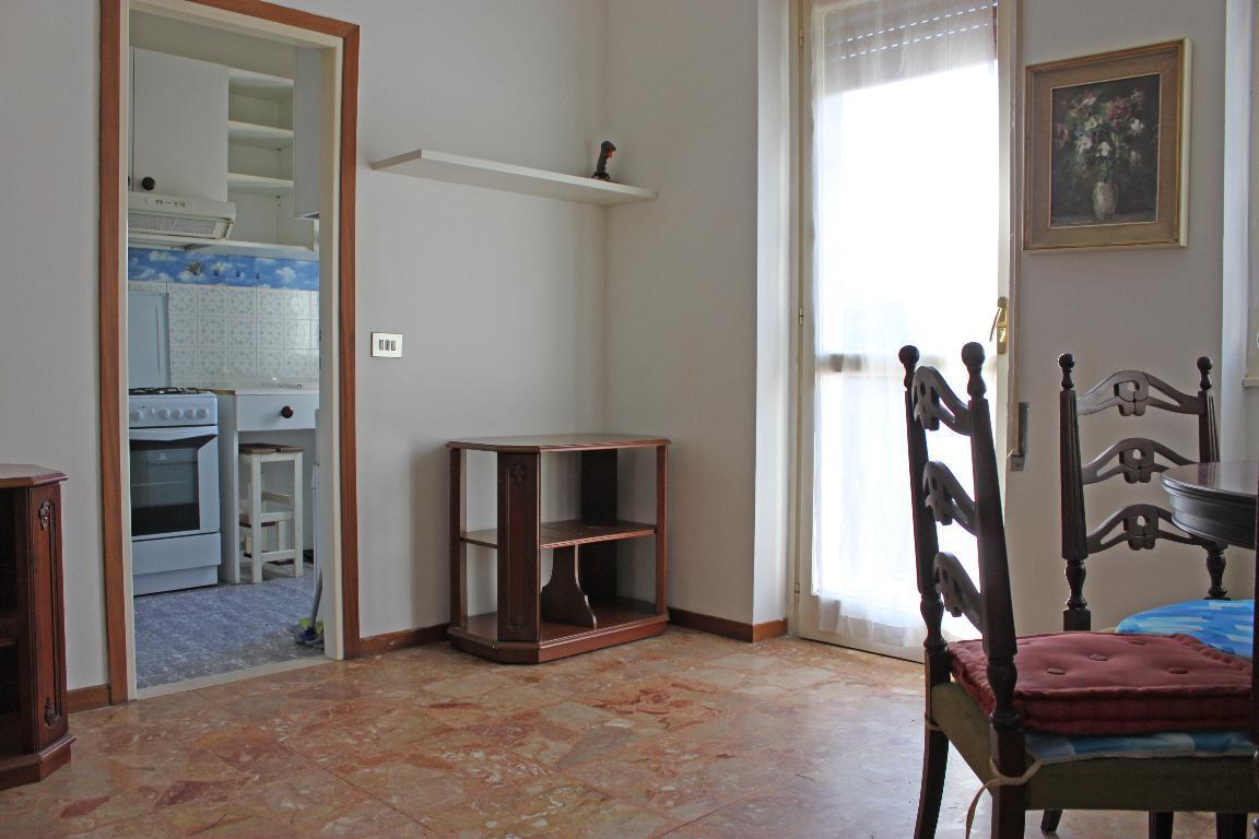 Bilocale Mandello del Lario Via Oliveti 4