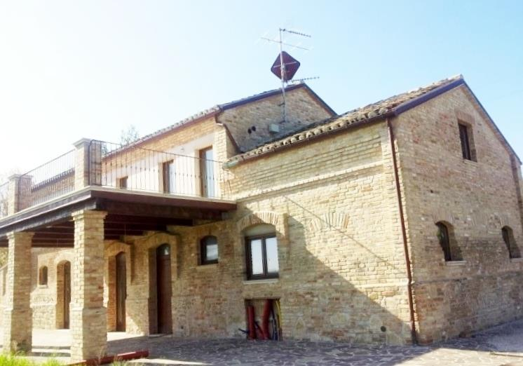 Casale in vendita ad Acquaviva Picena con vista mare