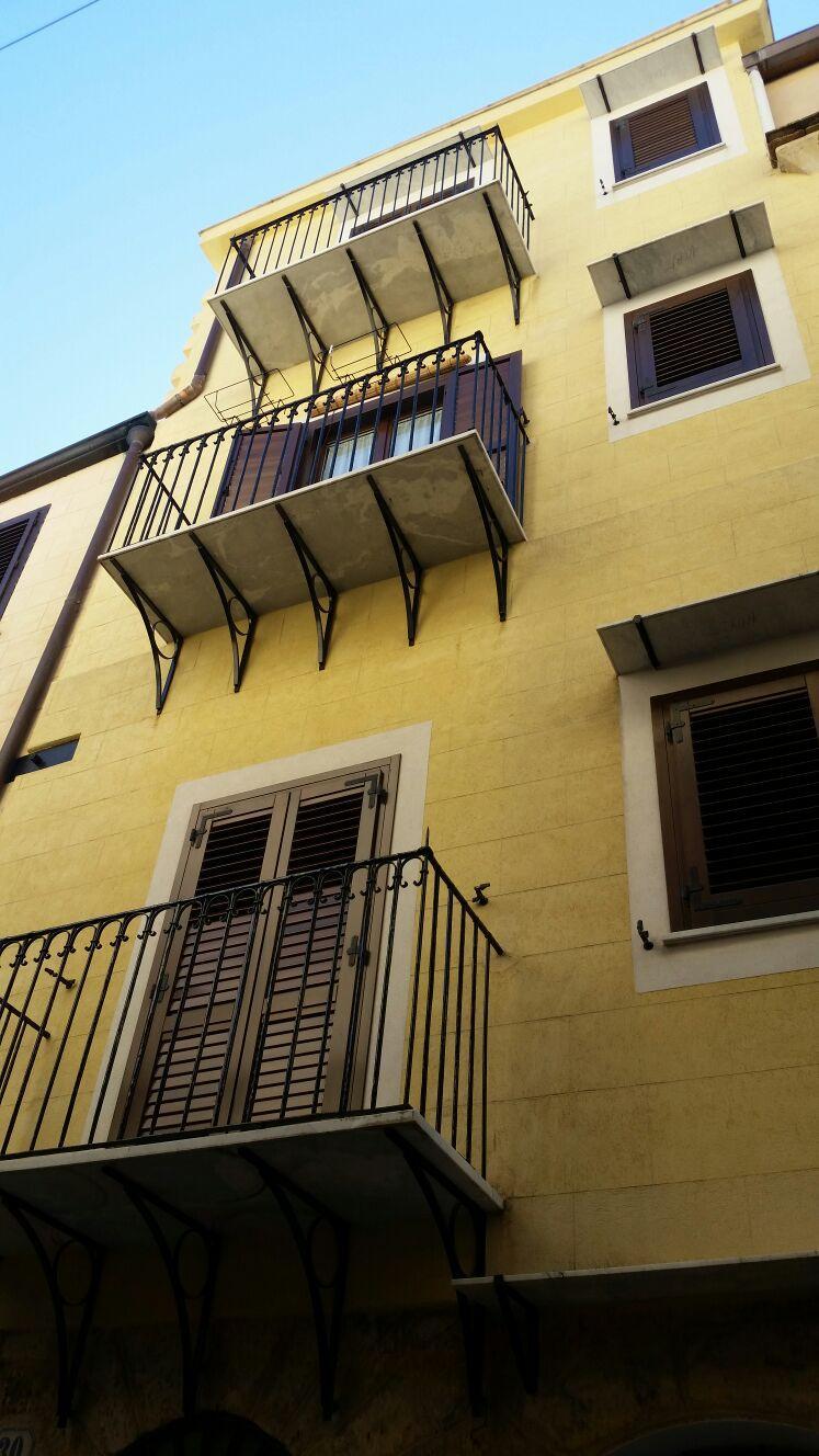 Bilocale Palermo Via Schiavuzzo 8