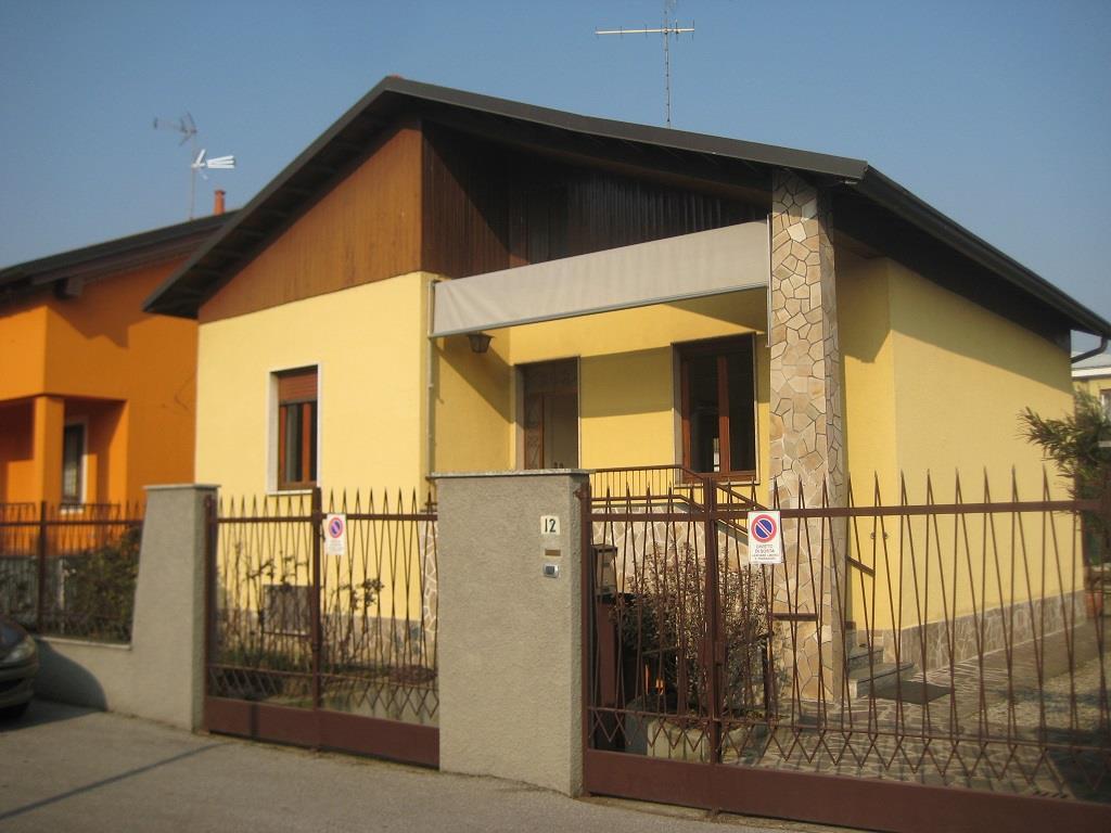 Soluzione Indipendente in vendita a Monza, 4 locali, zona Località: Via Buonarroti, prezzo € 275.000 | Cambiocasa.it