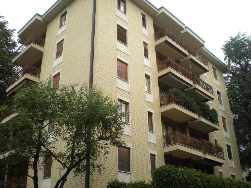 Appartamento in affitto a Como, 6 locali, zona Località: Borghi, prezzo € 1.600 | Cambio Casa.it